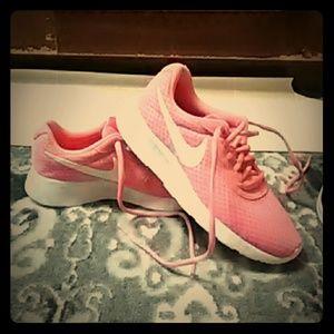 Womens Nikes sneakers